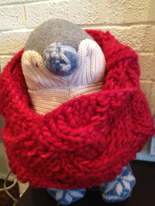 penguin with knitted scarf mommydo